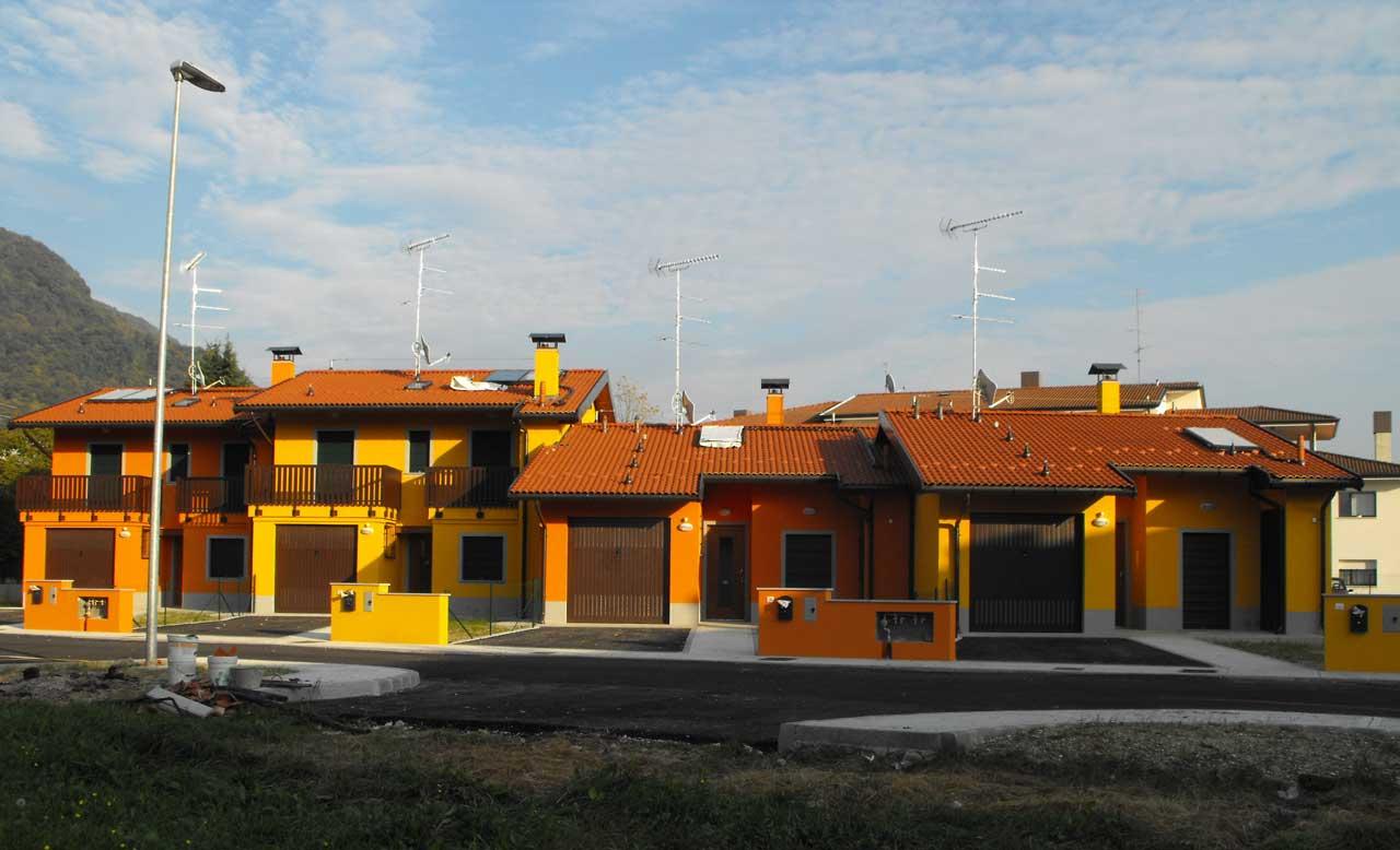 Case popolari a due piani costantini sistema legno for Casa a due livelli
