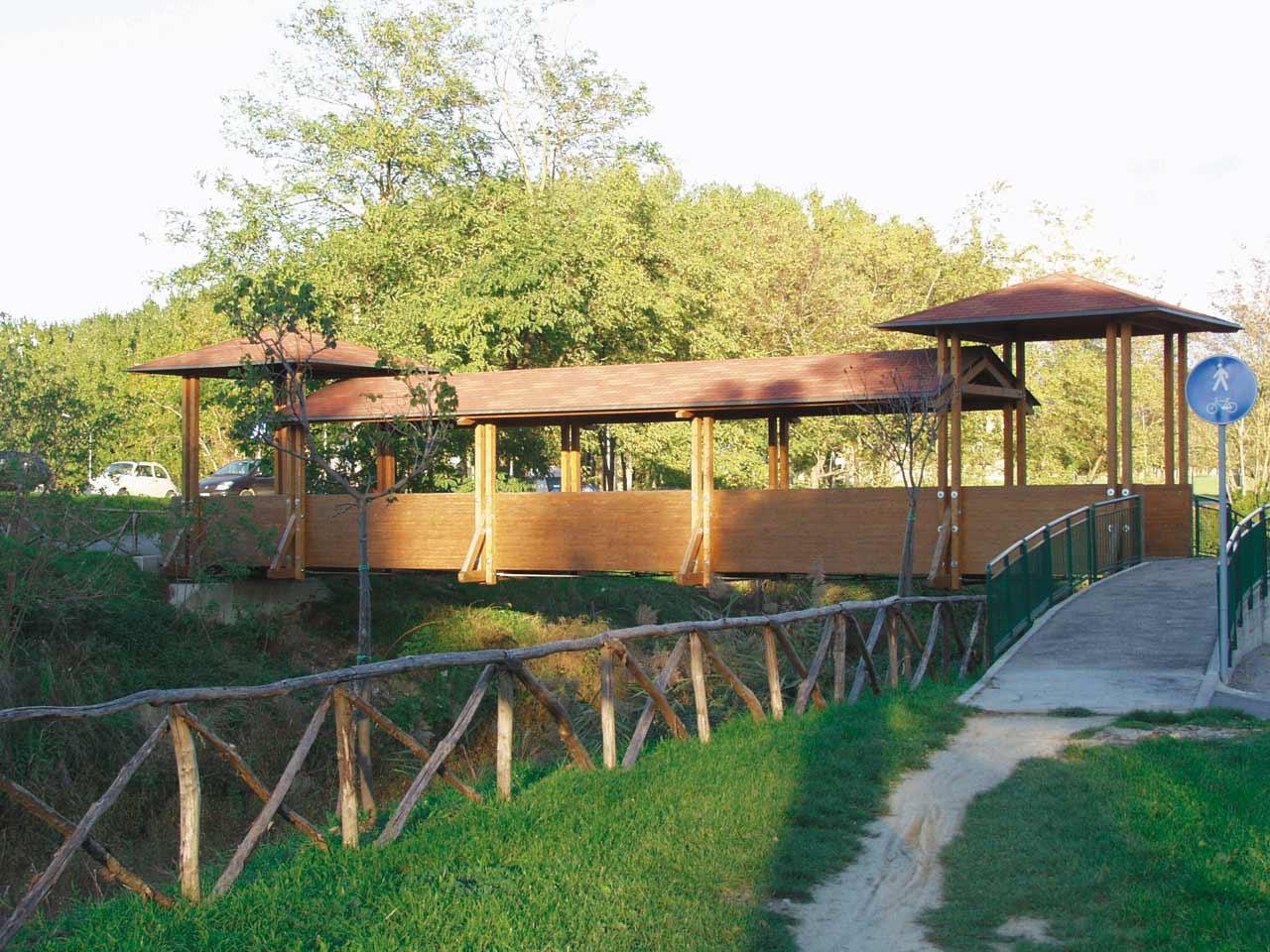 Ponti in legno e passerelle in legno costantini sistema for Gradini del ponte curvi