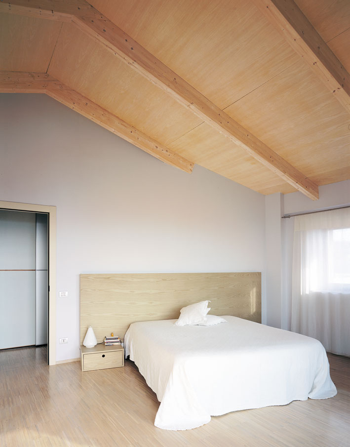 Casa a due piani assisi umbria costantini sistema legno for Lacost case in legno