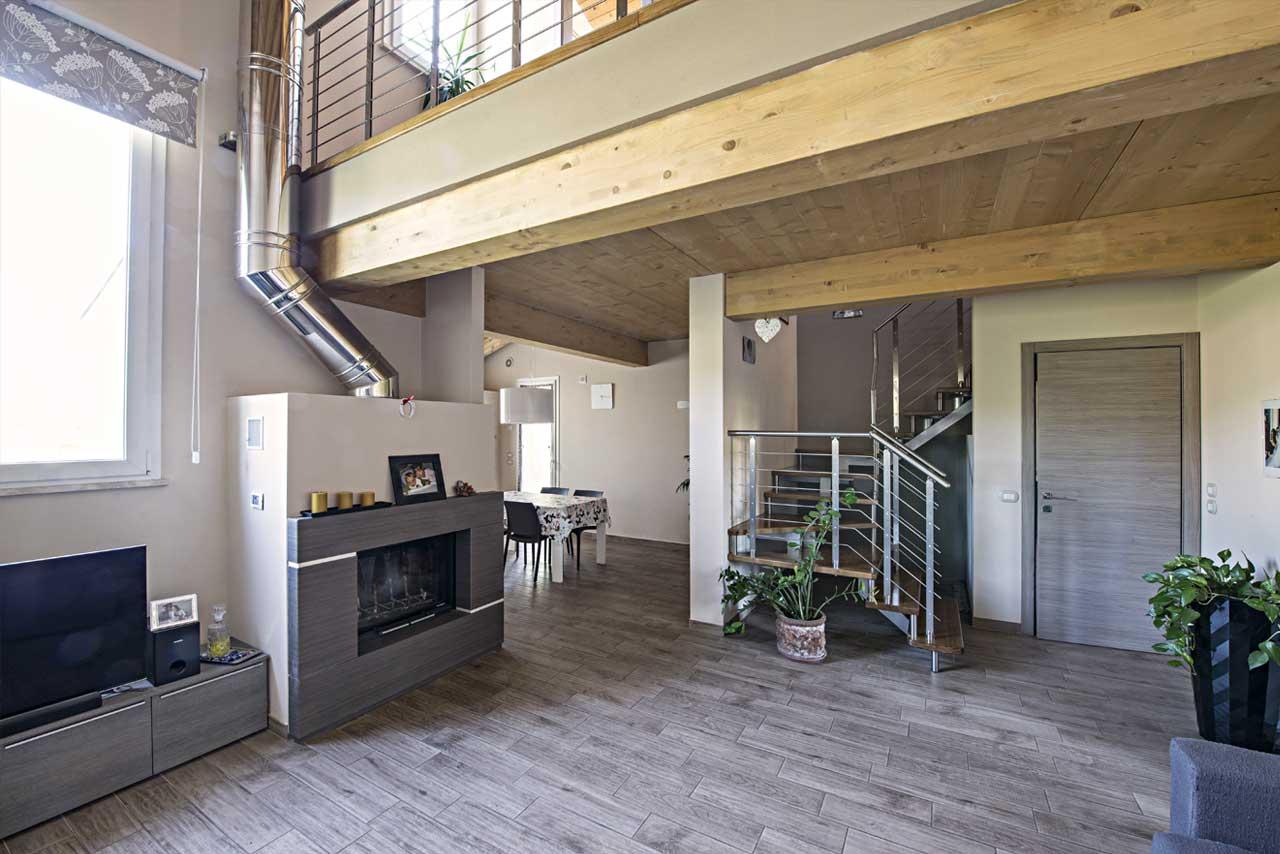 Casa in legno a due piani firenze toscana costantini for Casa moderna con tetto in legno