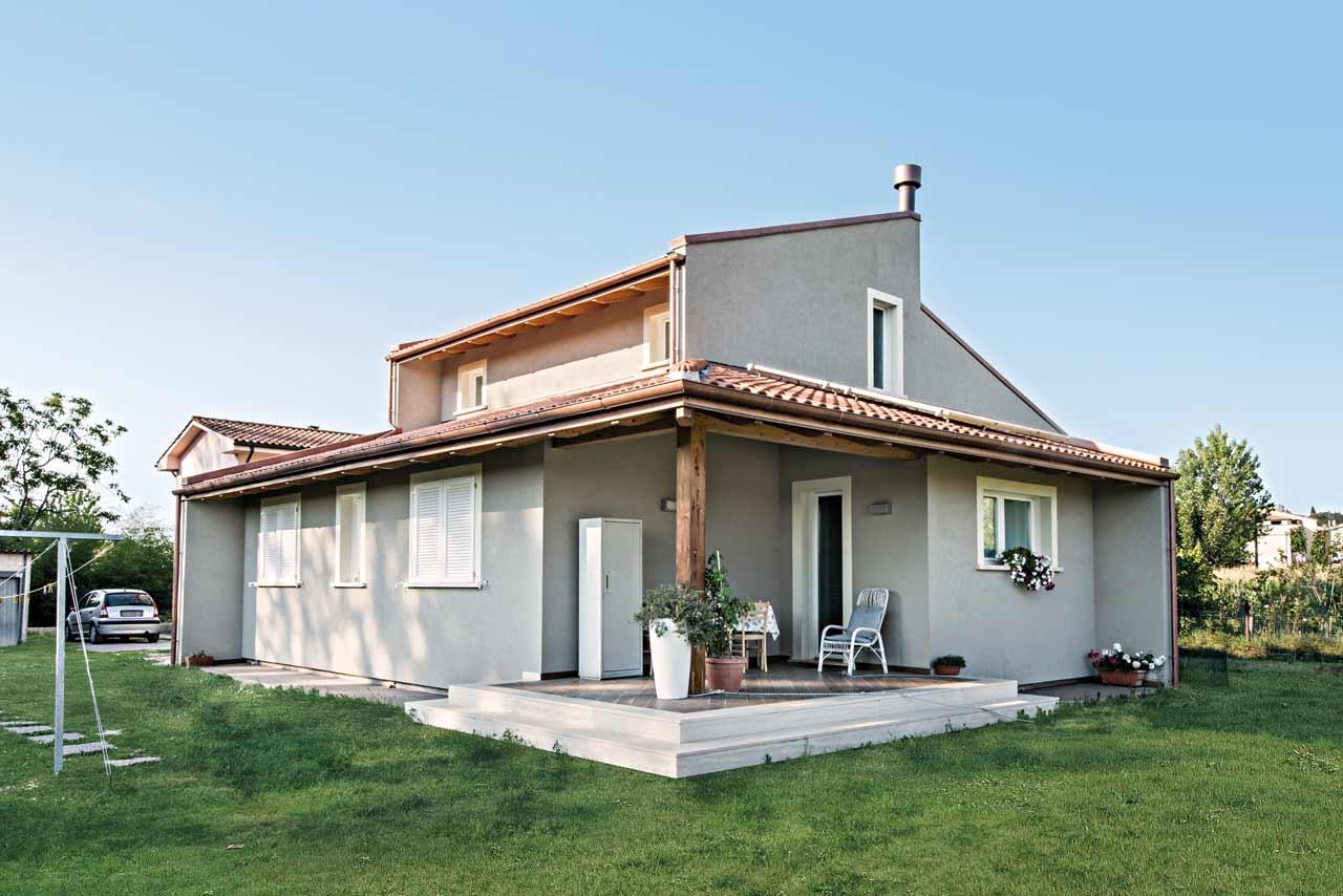 Casa in legno a due piani firenze toscana costantini for Piani di split house