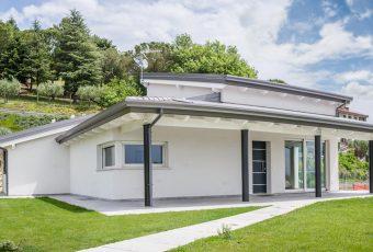 Case strutture e tetti in legno lamellare costantini for Modelli villette