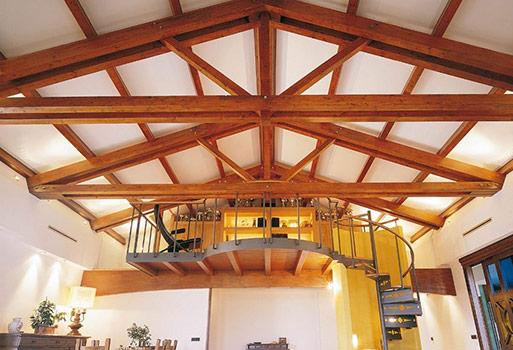 Case strutture e tetti in legno lamellare costantini for Tetti in legno lamellare prezzi al mq