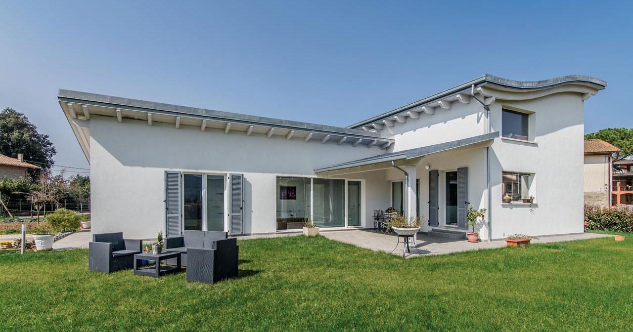 Case strutture e tetti in legno lamellare costantini for Casa moderna con tetto in legno