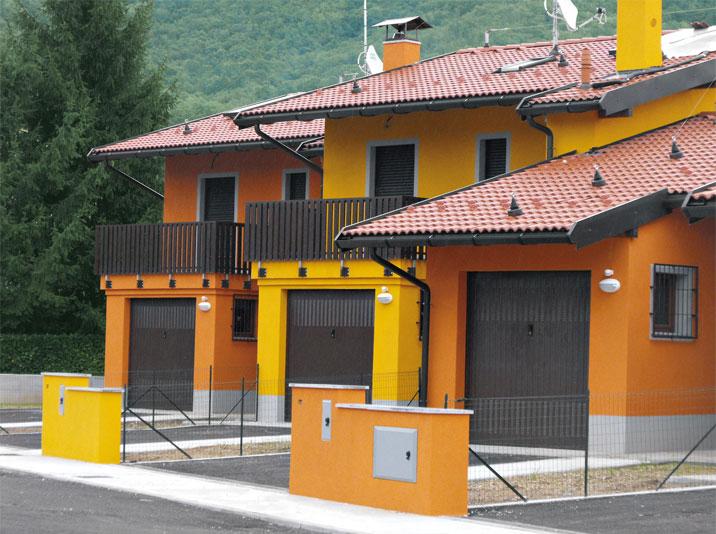 Case popolari a due piani costantini sistema legno for Lacost case in legno
