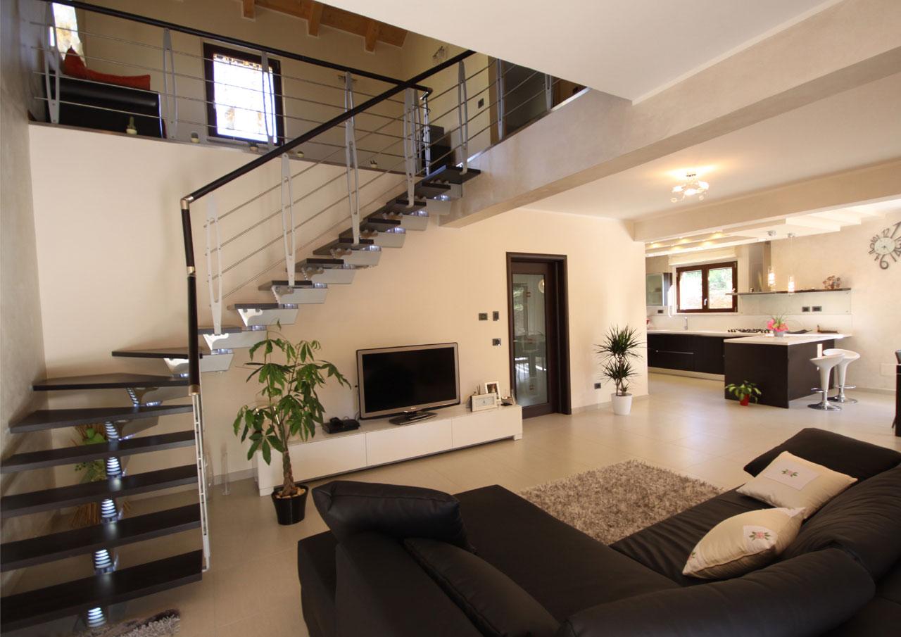 Casa a due piani l 39 aquila abruzzo costantini sistema for Interno di una casa