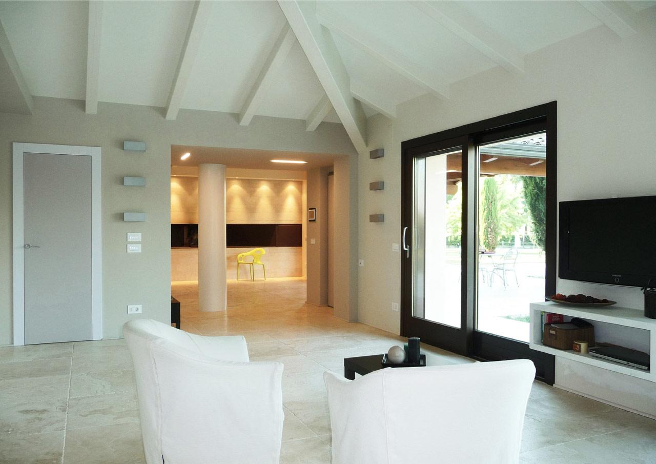Casa a un piano perugia costantini sistema legno for Immagini di interni di case