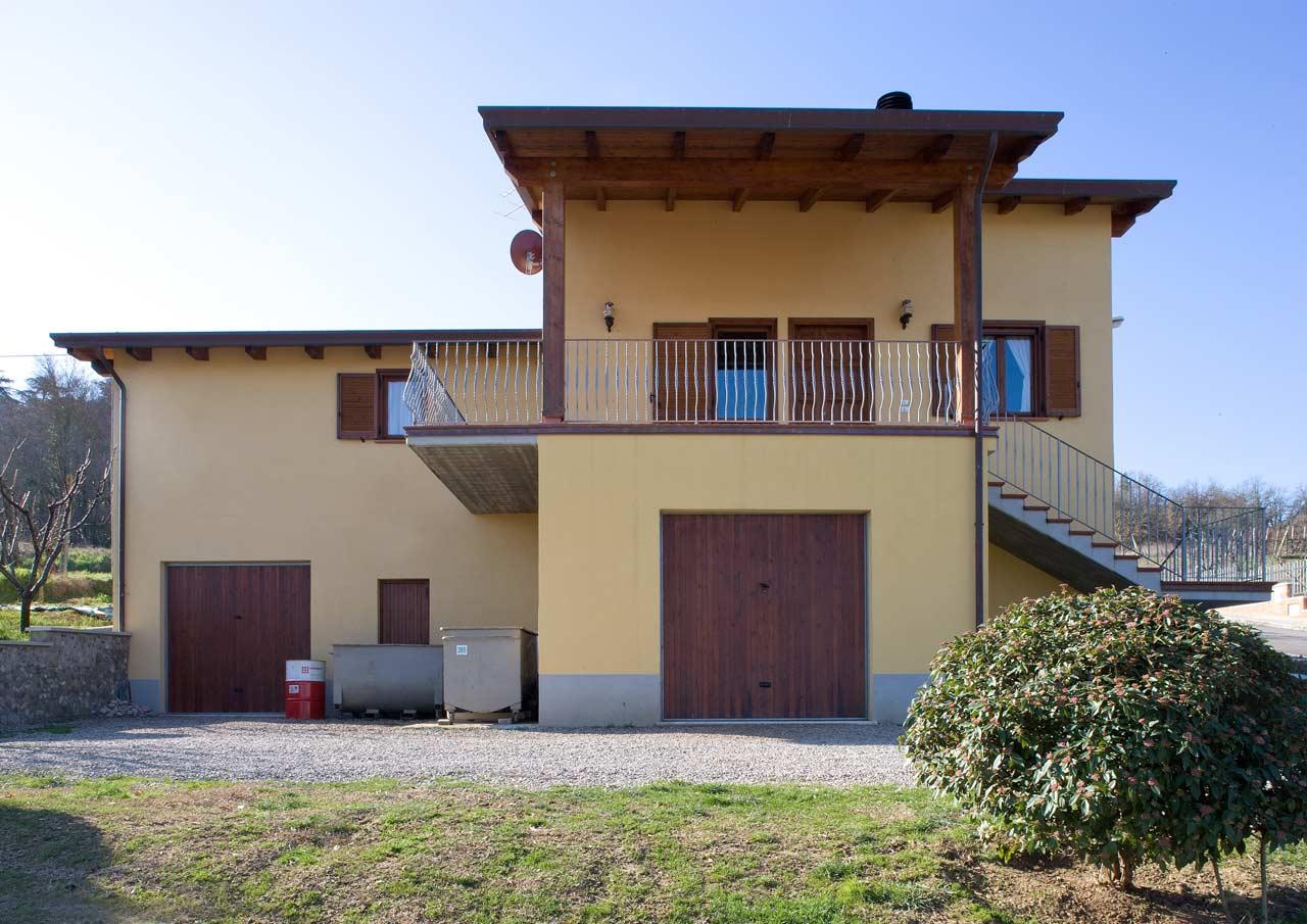 Casa a due piani todi umbria costantini sistema legno for Piani a due piani