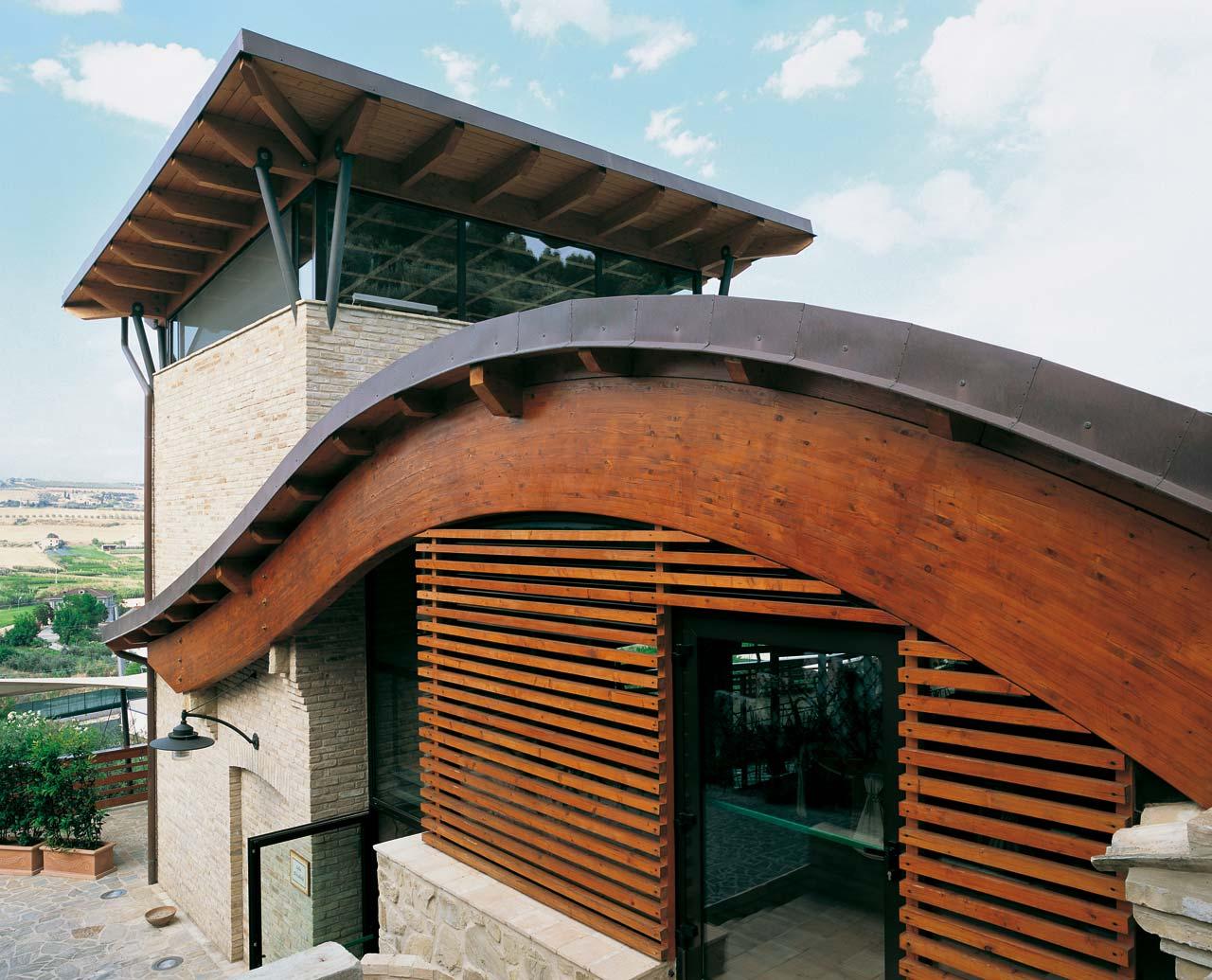 Strutture in legno ristorante ascoli costantini for Case prefabbricate in puglia