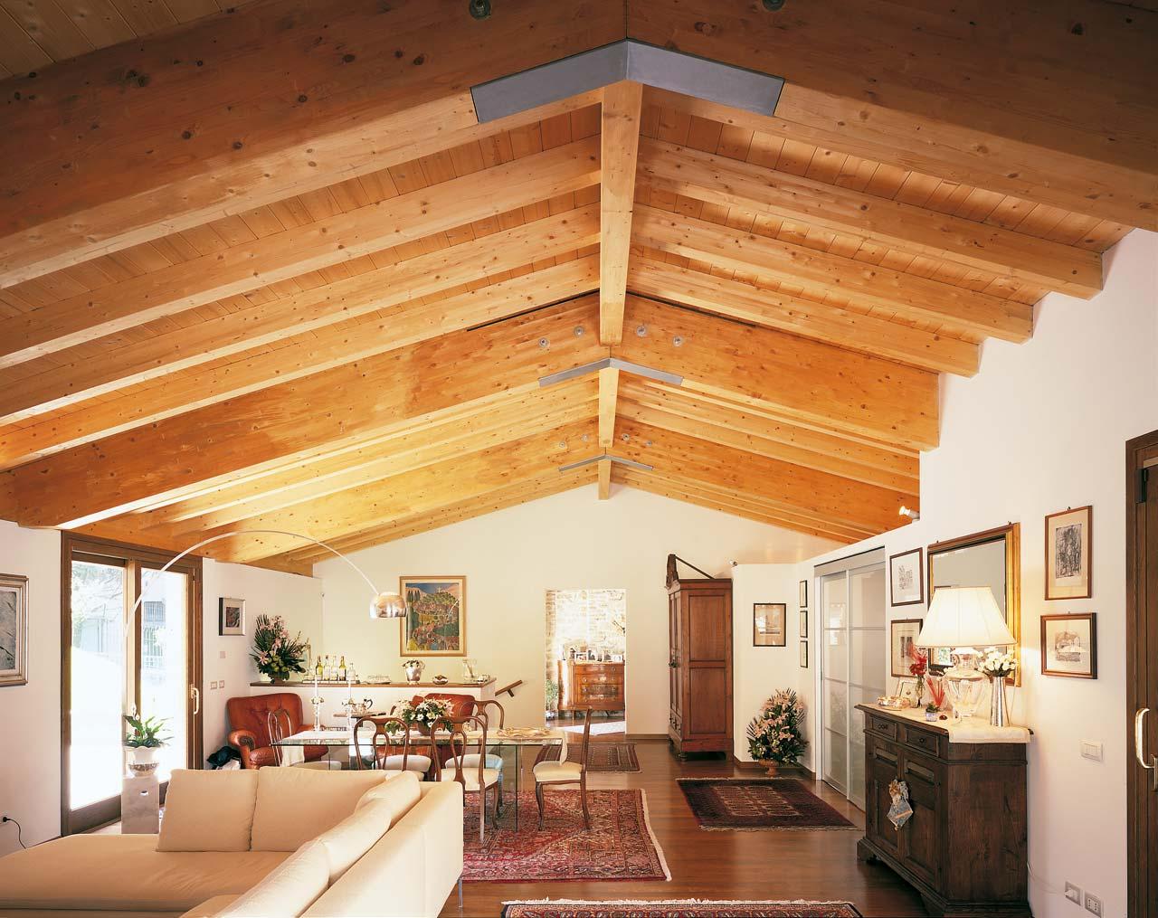 Tetto in legno casa umbria costantini sistema legno for Casa moderna con tetto in legno